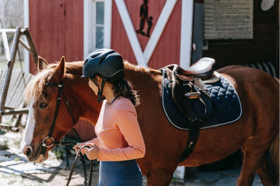 Comment choisir son matériel pour débuter l'équitation ?
